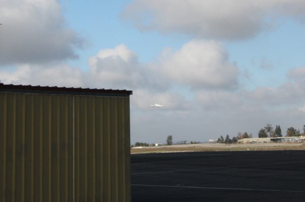 Tracking a plane taking off by arphoto