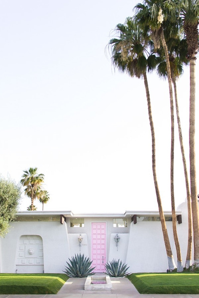 Pink Door 2mins away from Saguaro by locationscout