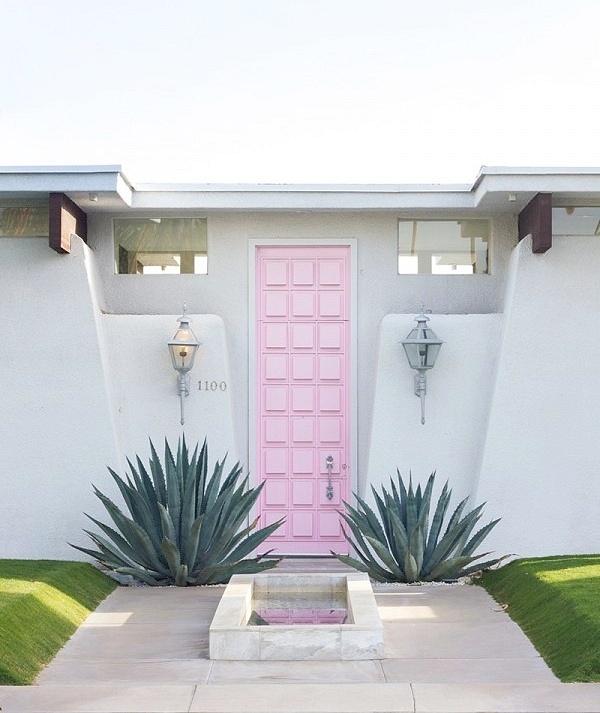 Pink Door 2mins away from
