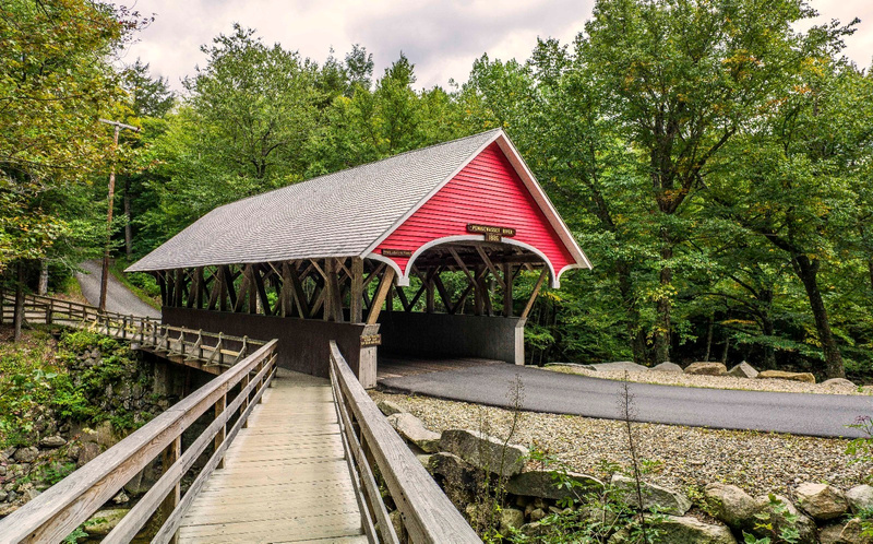 Covered_Red_Bridge