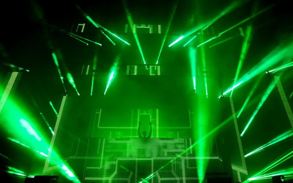 Calvin-Harris-Austin-City-Limits-Music-Festival-Texas-©-Ralph-Arvesen-Flickr-e1443453956331 by Jose Martinez
