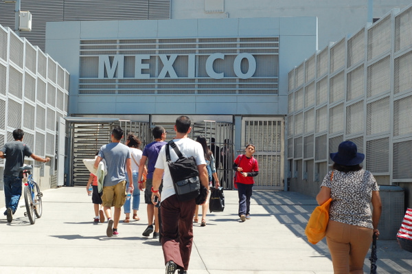 Mexico Port Of Entry by AndresRuvalcaba