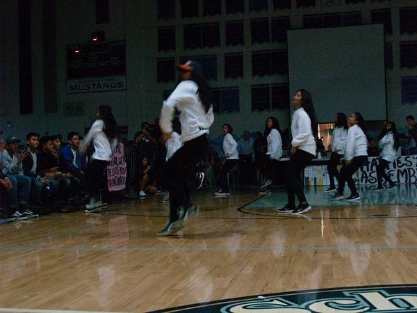 Blurry dancers by EstebanAguilar