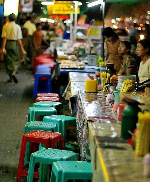 thailand bangkok street restaurant by Gabriel le Roux