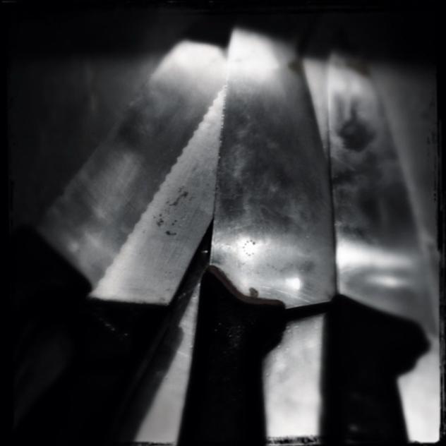 knive cabinet