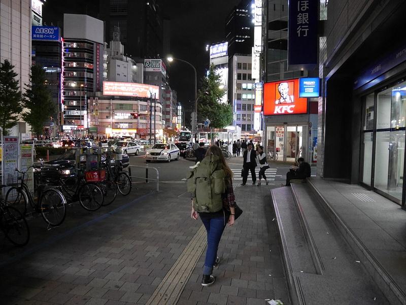 Saavuttiin Shinjukuun puolenyön aikoihin