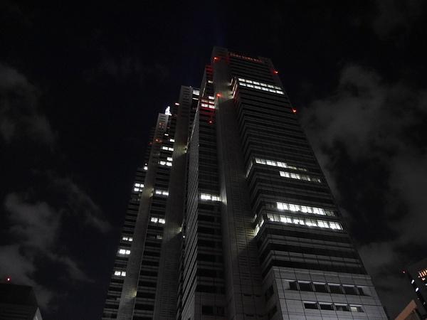 Pilvenpiirtäjä Tokiossa by hannajamikko