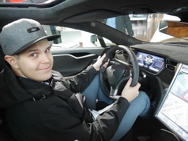 Teslan ratissa by hannajamikko
