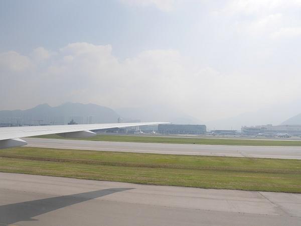 Laskeutuminen Hong Kongin savusumuun by hannajamikko