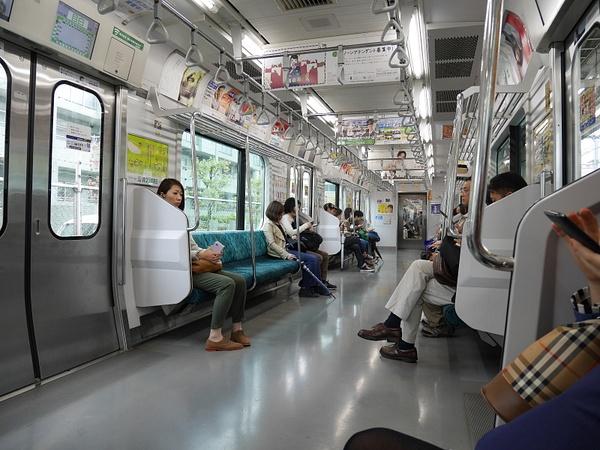 Tokyon metrossa by hannajamikko
