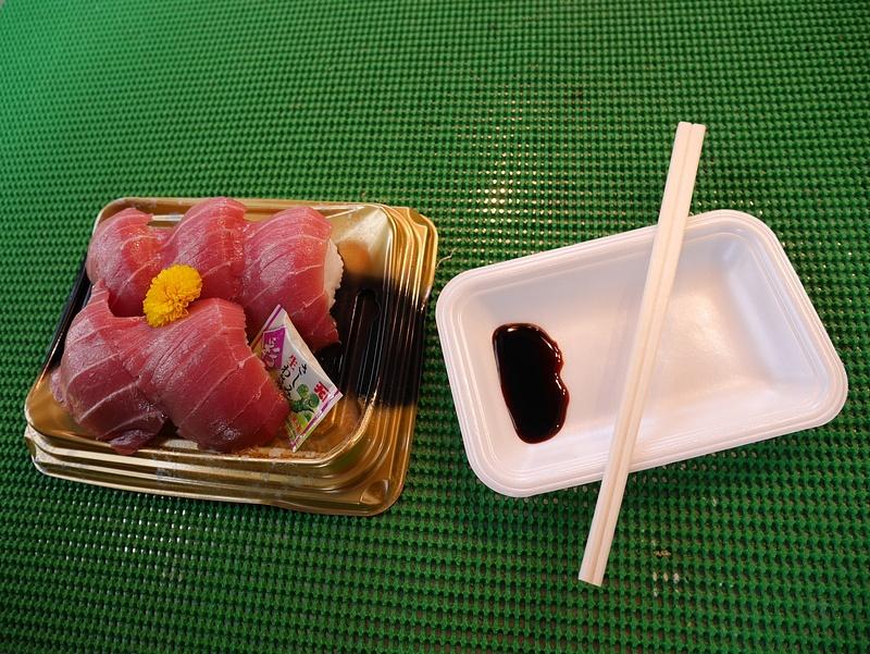 Tuoretta tonnikalaa sushin päällä. Parasta kalaa ikinä.