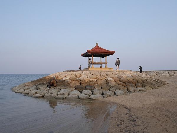 Ehdittiin juuri ja juuri ennen auringon laskua beachille piknikille ja iltauinnille jo ensimmäisenä iltana by hannajamikko