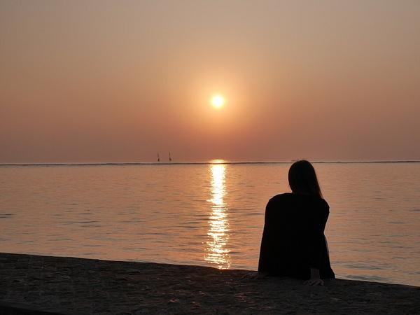 Aurinko nousee ensimmäisenä tällä laidalla maailmaa. Oltiin sitä ihailemassa. by hannajamikko