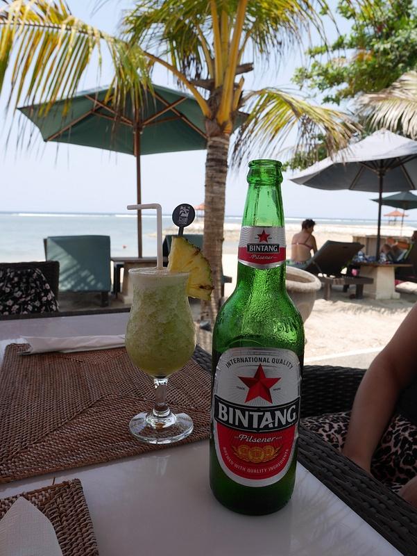Kylmät juomat rannalla viilentää kesken kuuman pyöräretken. (Pahoittelut kuvateksteistä. Äidinkieli ei ikinä ollut vahvu