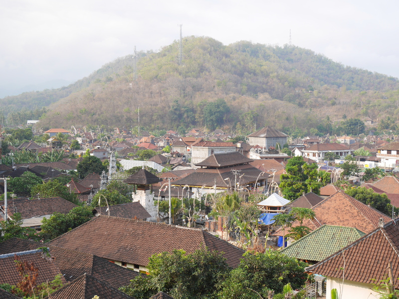 Padangbai vuoren päältä.