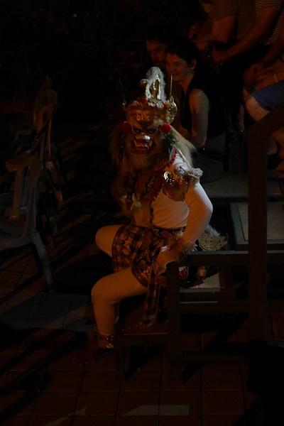 Kecak -tanssin valkoinen apina Hanoman by hannajamikko