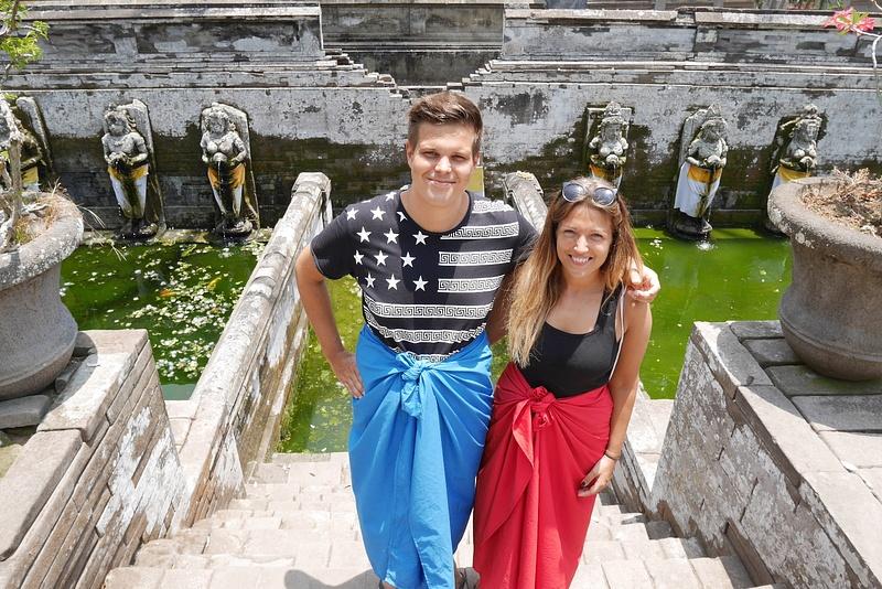 Käytiin peseytymässä temppelin pyhässä ja parantavassa vedessä.