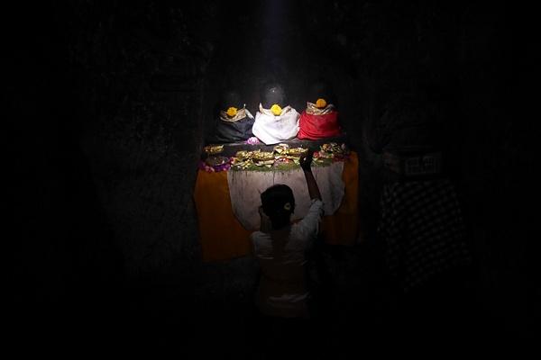Goa Gajah rakennettiin turvapaikaksi pahoja henkiä ja demoneita vastaan. by hannajamikko