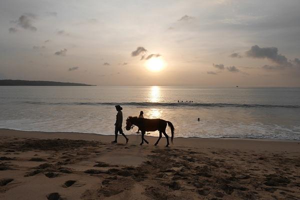 Jimbaranin ranta by hannajamikko