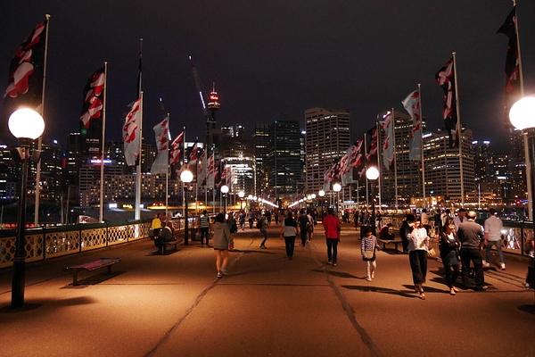 Kävelysilta Sydneyn CBDhen by hannajamikko
