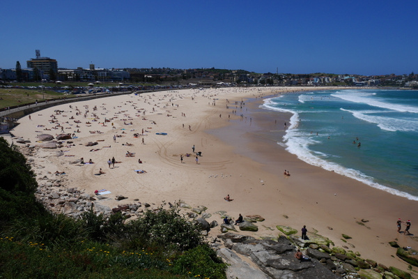 Sydneyn Bondi Beach by hannajamikko