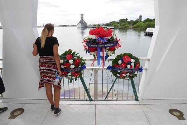 USS Arizona Memorial eli rakennettu saari uponneen laivan päälle. Muistopaikka meressä lepäävälle 900 sotilaalle. by hannajamikko
