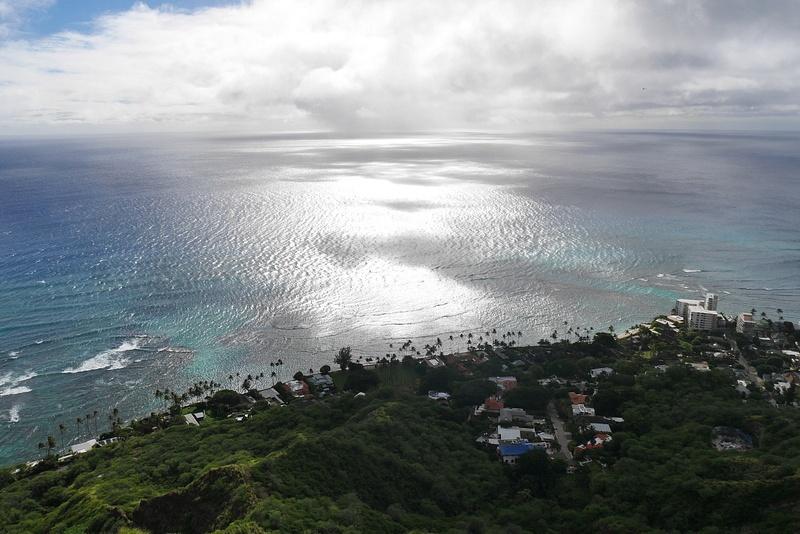 Diamond Head tulivuoren huipullta näkee kauas rannikolle