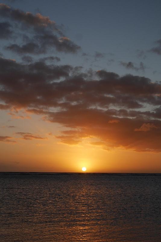 Auringonlasku Waikikilla