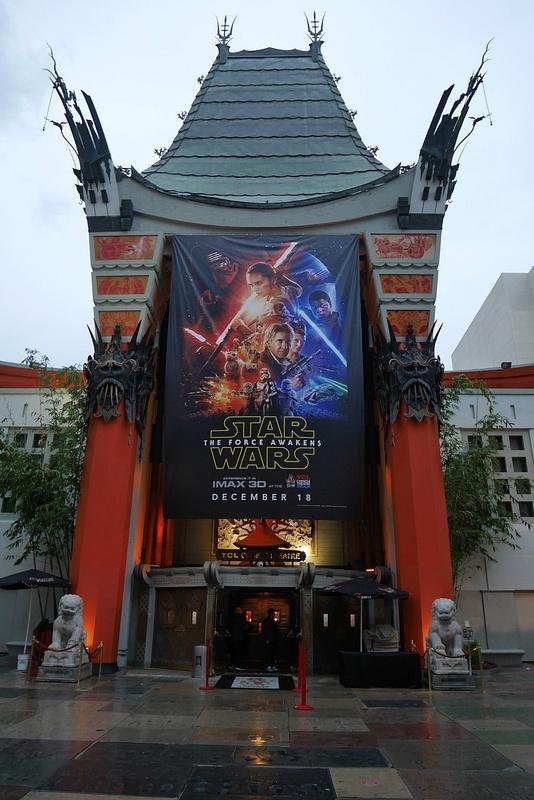 Chinese Theatre Hollywood Boulevardilla..ostettiin liput uuteen Star Warsiin!