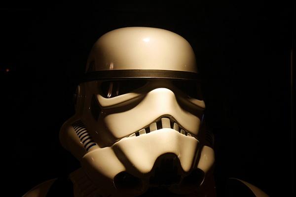 Aito Star Trooper-asu Star Wars VII elokuvanäytöksessä. by hannajamikko