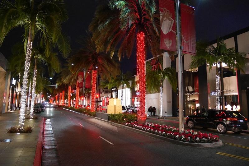 Joulukuusia Beverly Hillsin tyyliin.