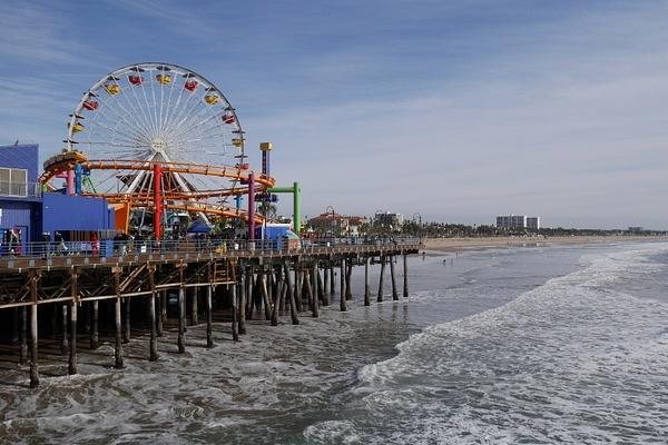 Santa Monica Pier ja Pacific Park huvipuisto by hannajamikko