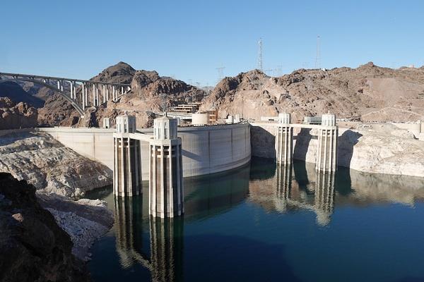 Hoover Dam by hannajamikko