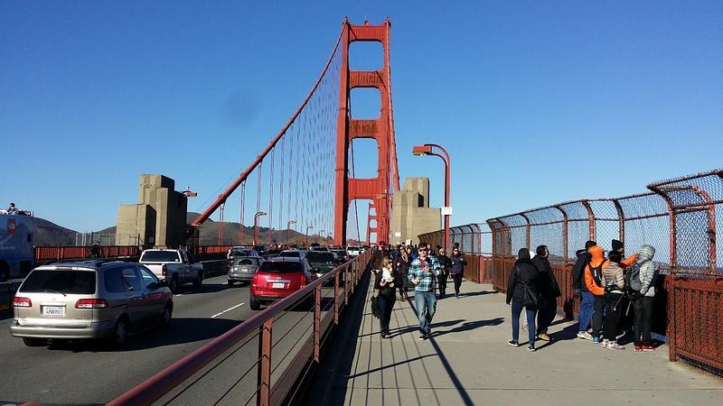 Uuden vuoden päivän kävely Golden Gate sillalla