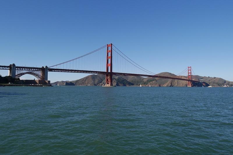 Mm. elokuvista tuttu Golden Gate aurinkoisena päivänä
