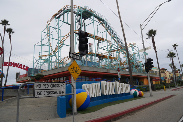 Santa Cruzin huvipuisto tyhjänä aamuvarhain by hannajamikko