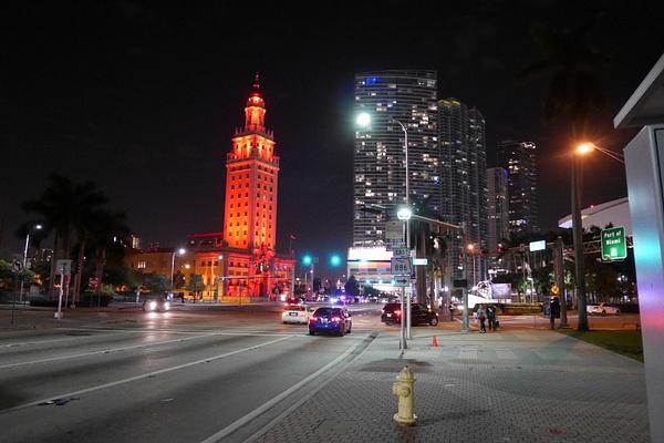 Miami Downtown yöllä by hannajamikko
