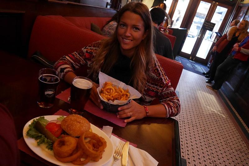 Oli pakko käydä maistamassa sarjasta tunnetut Accidental Curly Friessit ja New York's Best Burger.