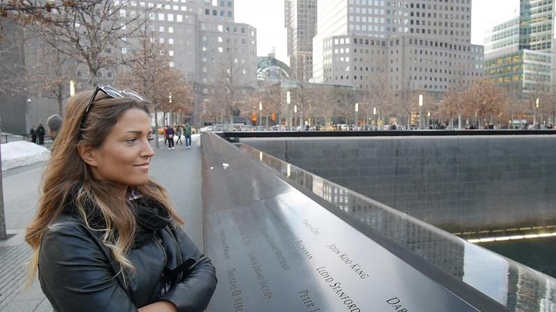 WTC muistopaikka vanhan tornin kolossa ja uusi WTC