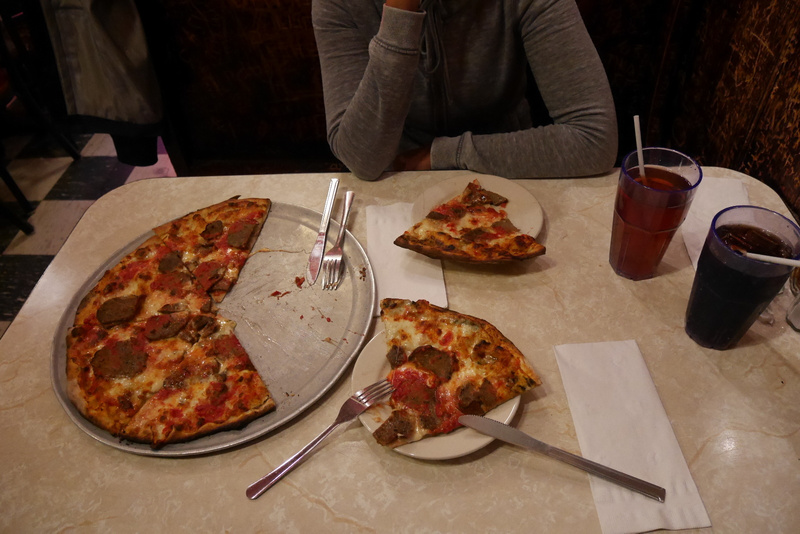 Al Capone pakotti aikoinaan NY pizzeriat käyttämään hänen mozzarellajuustoa. Hyvää se on!