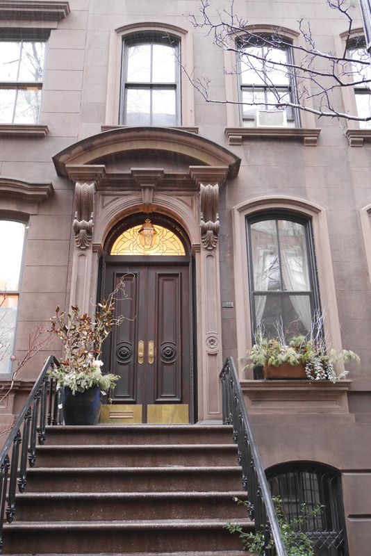 Sinkkuelämää Carrien kotiportaat ja ikkuna