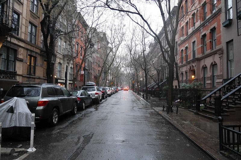 West Villagen katukuvaa sadekelillä