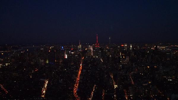 Empire State Building sykkii kuin sydän ystävänpäivän by hannajamikko