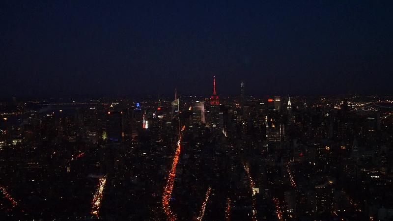 Empire State Building sykkii kuin sydän ystävänpäivän