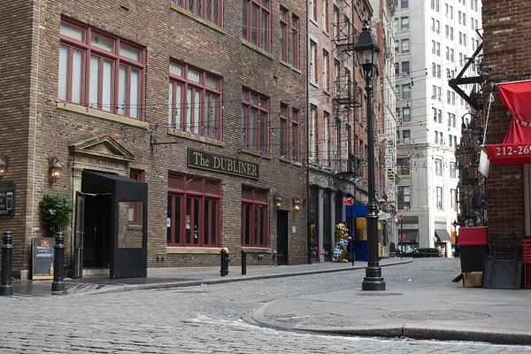Etelä Manhattanin vanhaa katukuvaa by hannajamikko