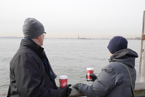 Battery Park, takeaway-kahvia ja Vapaudenpatsas by hannajamikko