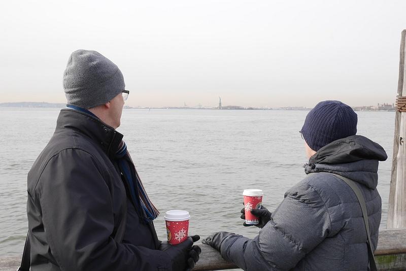 Battery Park, takeaway-kahvia ja Vapaudenpatsas