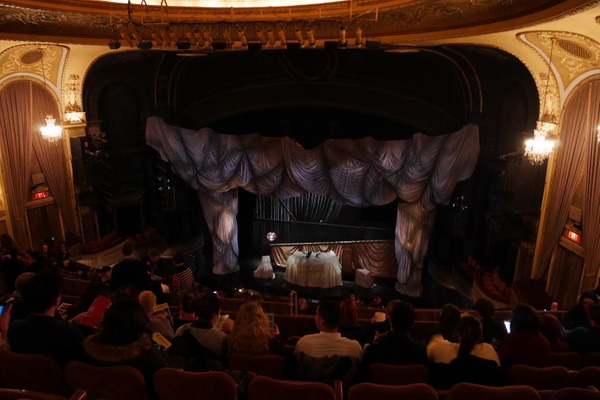 Broadwaylla Phantom of the Opera alkamassa by hannajamikko