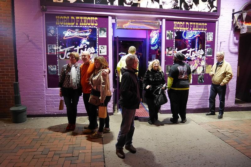 Nashvillen baarikierros country-pubeissa