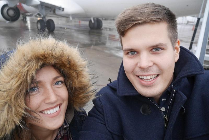 Tukholmassa astumassa Suomen koneeseen